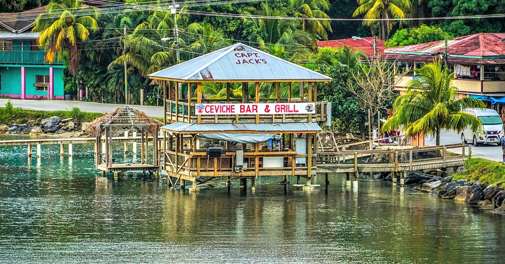 Ultimate Guide to Visiting Roatan Honduras