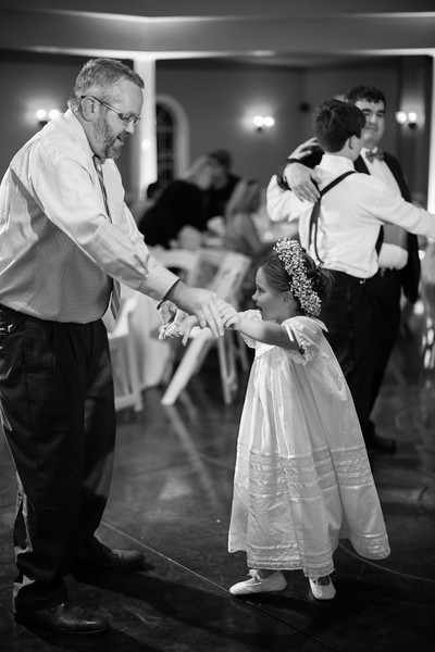 0999_Josh+Lindsey_WeddingBW.jpg