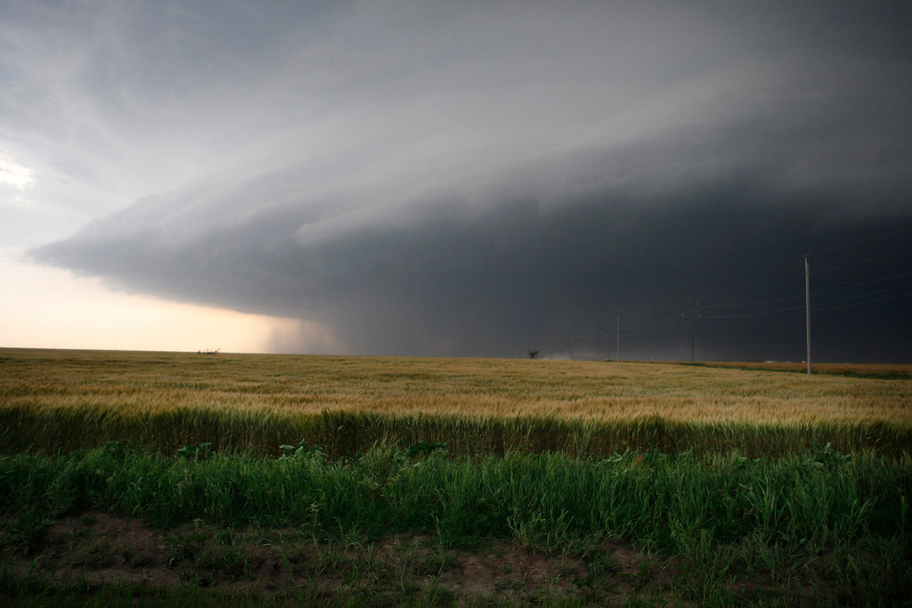 ". A large storm cell, which reportedly produced a multiple vortex tornado, passes south of El Reno, Oklahoma May 31, 2013. The National Weather Service issued a tornado emergency for parts of Oklahoma on Friday, describing weather conditions as ""particularly dangerous\"" a day after more than a dozen reported twisters ripped through the region. REUTERS/Bill Waugh"