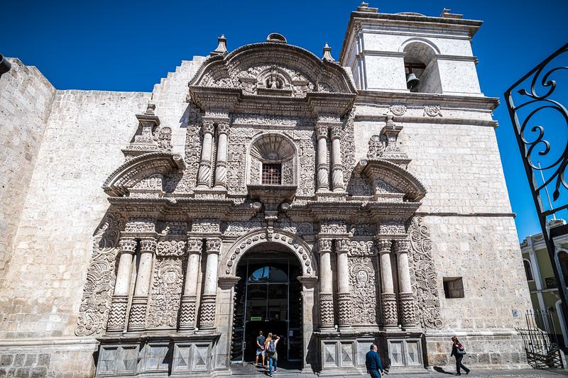 Arequipa - Iglesia de La Compañía Plaza De Armas-8305.jpg
