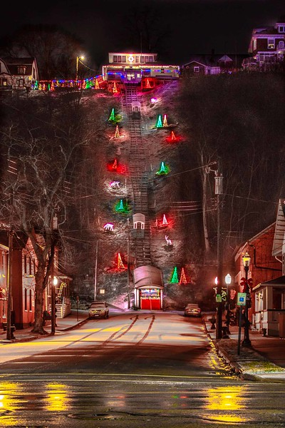 DA040,DP,Glowing_Holiday_Lights_Brighten_Historic_Fenelon_Place_Elevator.jpg