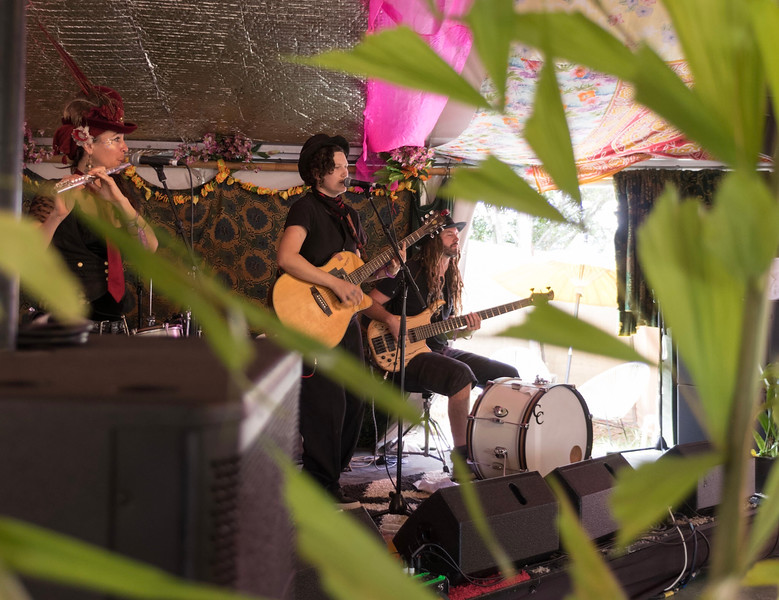 Essie Thomas and band