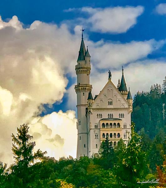 Neushwanstein Castle (Disney Castle)