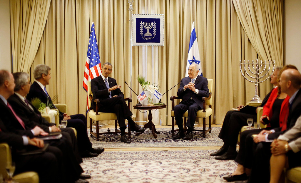 . U.S. President Barack Obama meets with Israel\'s President Shimon Peres (R) at Peres\' residence in Jerusalem March 20, 2013.  REUTERS/Jason Reed