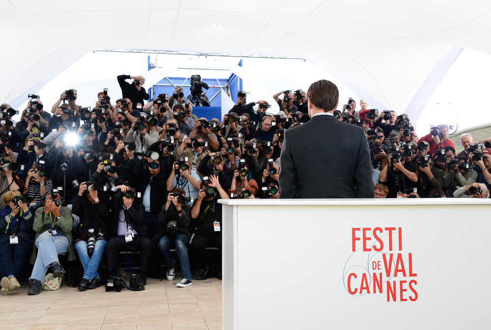 . Actor Leonardo DiCaprio (C) attends \'The Great Gatsby\' photocall during the 66th Annual Cannes Film Festival at the Palais des Festivals on May 15, 2013 in Cannes, France.  (Photo by Pascal Le Segretain/Getty Images)