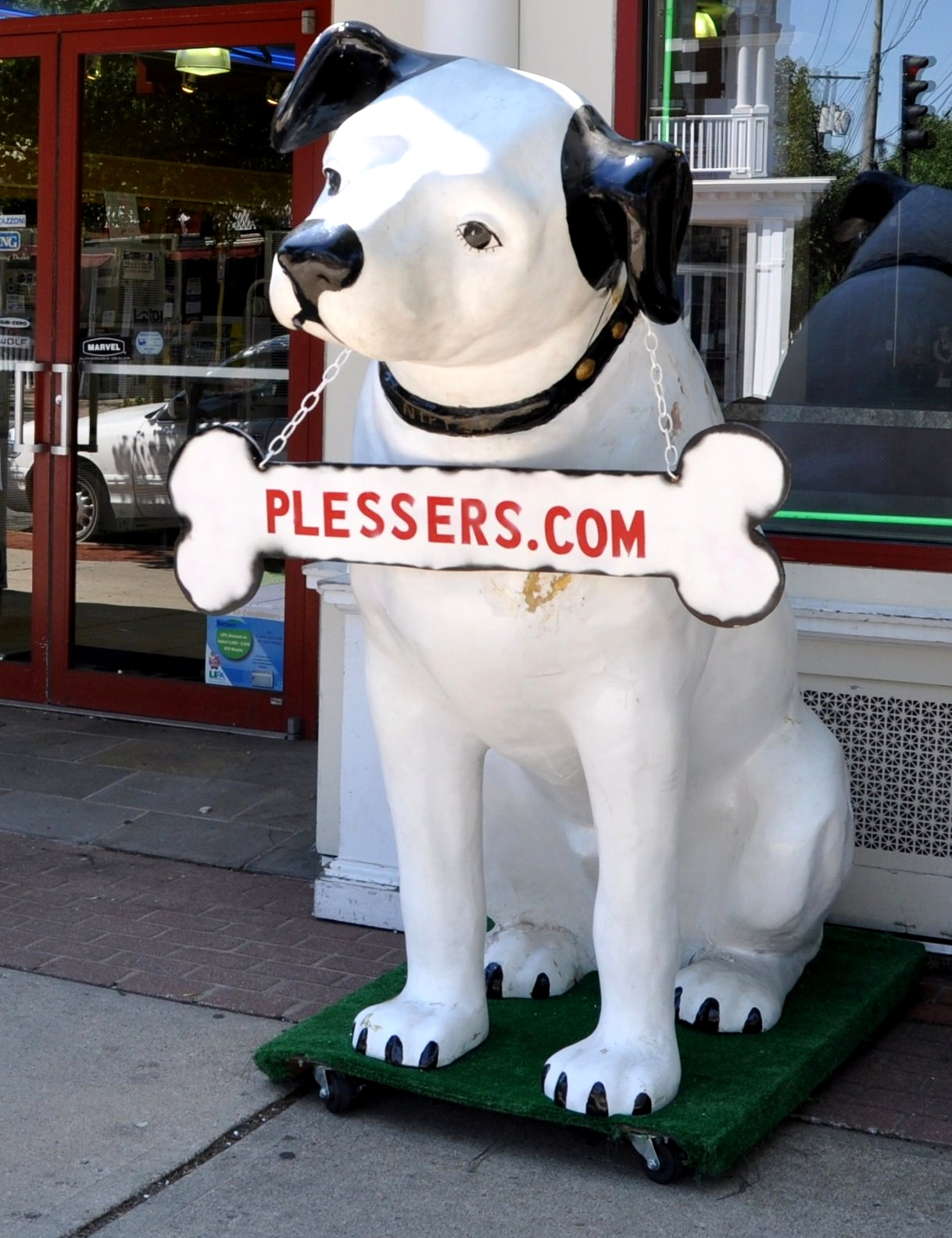 Nipper Plessers Appliances Babylon - a long island roadside attraction