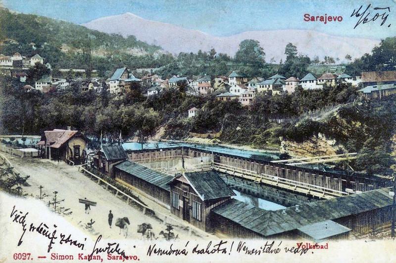 """Narodna banja na Bentbaši, otvorena 02. 07. 1902 godine, """"sa blizu 100 drvenih kabina i električnim osvjetljenjem"""""""