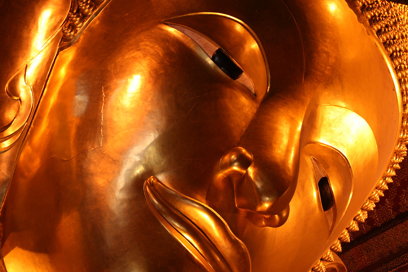 reclining-buddha-at-wat-pho-joe-stump-flickr.jpg