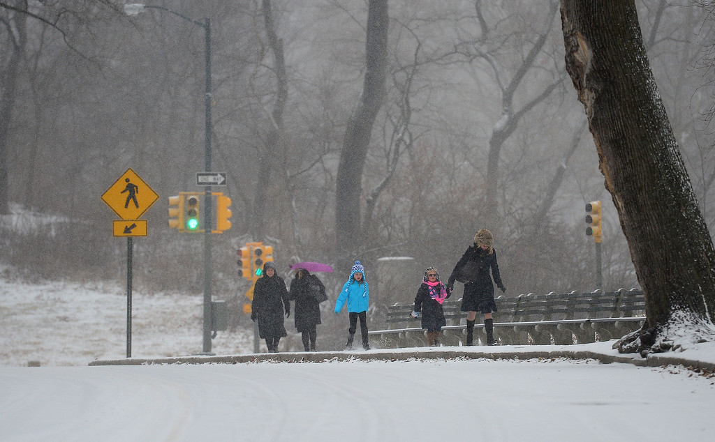 . People walk during a snow storm in New York, January 22, 2014.  AFP PHOTO/Emmanuel DUNAND/AFP/Getty Images