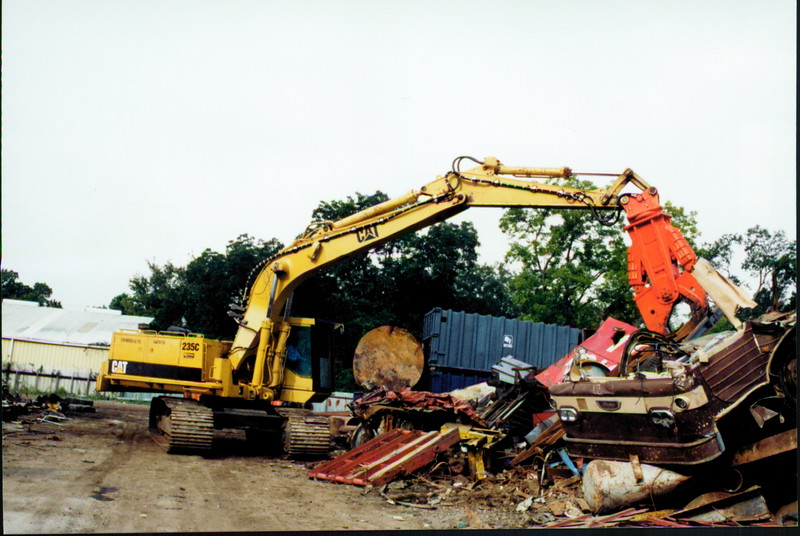 NPK M38K demolition shear on Cat excavator-C&D recycling (5).JPG