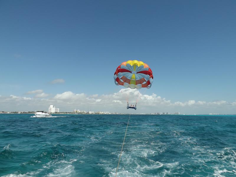 Cancun2017Parasailing-25.jpg