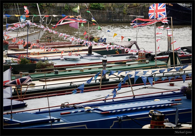 Narrow boats moored up for the Harbour Festival (83020849).jpg