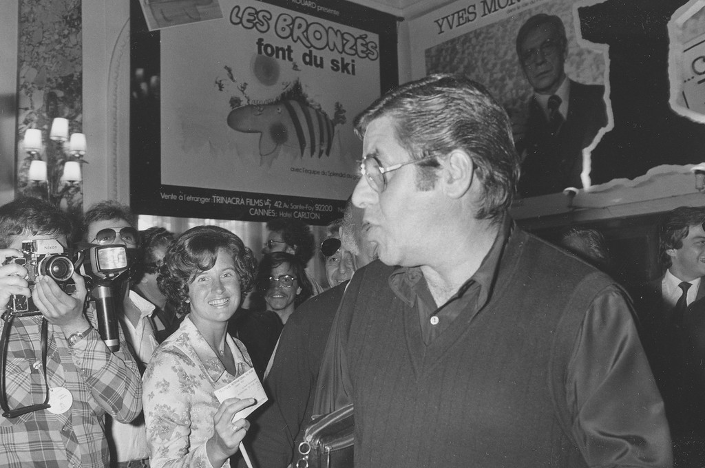 . American actor-comedian Jerry Lewis, right, arrives at the Carlton Hotel for the Cannes Film Festival, Cannes, France, May 22, 1979.  (AP Photo/Levy)