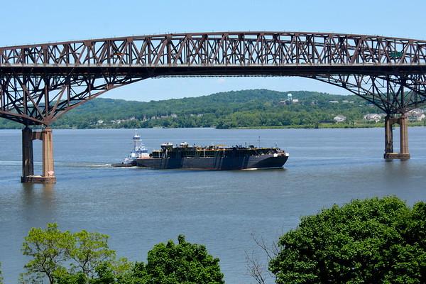 Kimberly's Viking headed south at the Newburgh - Beacon Bridge