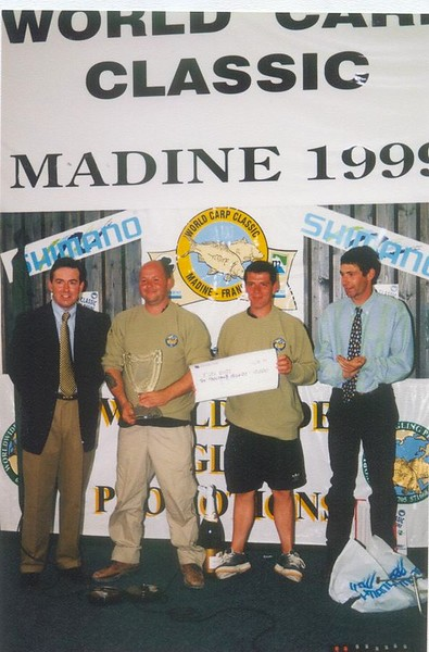 WCC99-Pic 34 - Winners + trophy & cheque