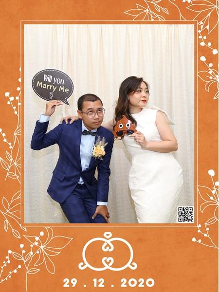 Q&Q Wedding instant print photo booth @ Diamond Palace 2 | Chụp hình in ảnh lấy li�n Tiệc cưới tại TP HCM | WefieBox Photobooth Vietnam