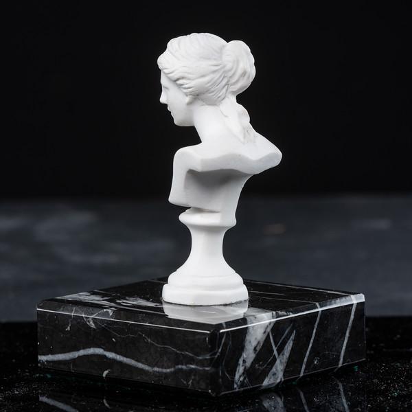 Statue-10-529.jpg
