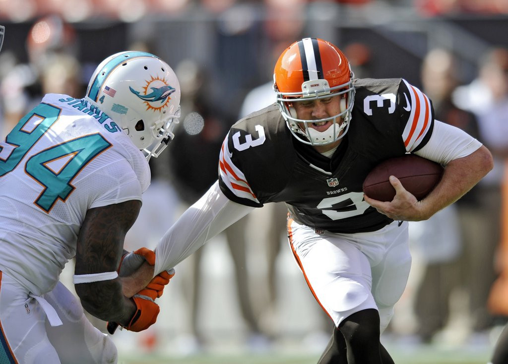 . <p><b> Browns at Ravens (-6½):</b>  <p>Cleveland QB Brandon Weeden vehemently denied that he ever received cash payments during his days at Oklahoma State, a strong indication that the Cowboys paid only their REALLY good players. <p>Pick: <b>Ravens by 3</b> <p>    (AP Photo/David Richard)
