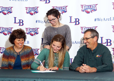 Aly Carpenter signs with Tiffin U VB (2018-11-28)