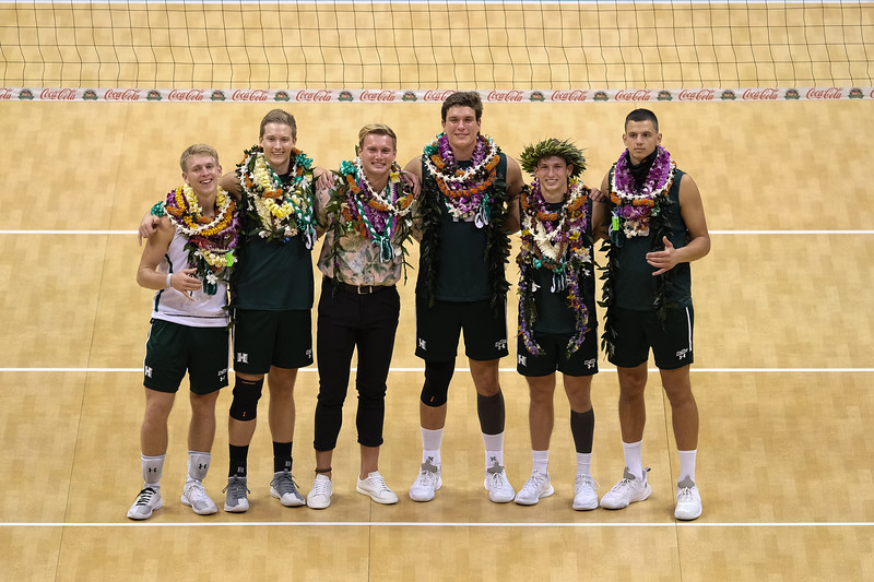 'Bows Sweep the Anteaters on Senior Night