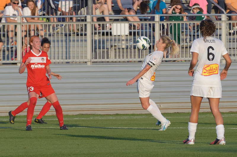 McCall Zerboni, center, uses a chest bump to gain control of the ball on a high kick pass from the Washington Spirit.
