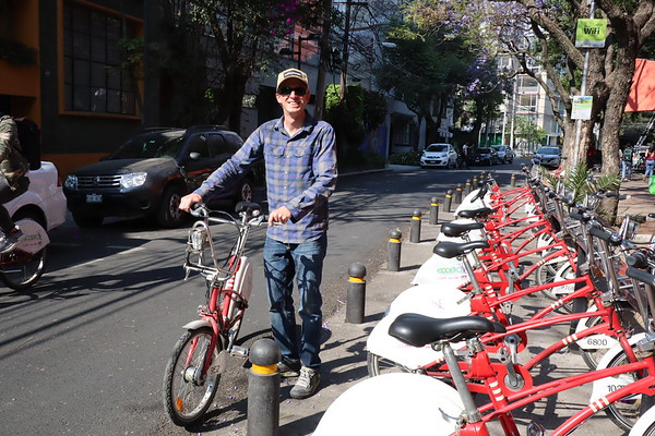 Adam picking up a bike from Ecobici, CDMX