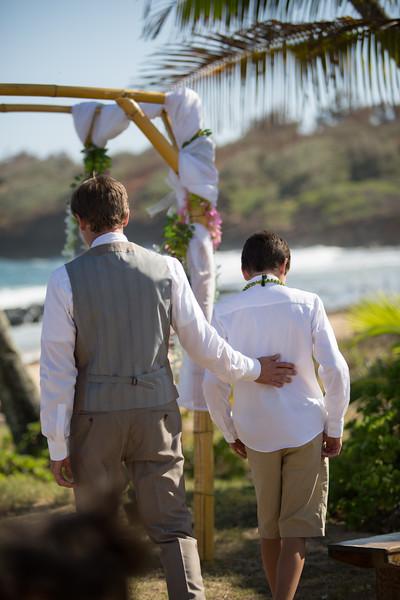 gillin beach kauai wedding-57.jpg