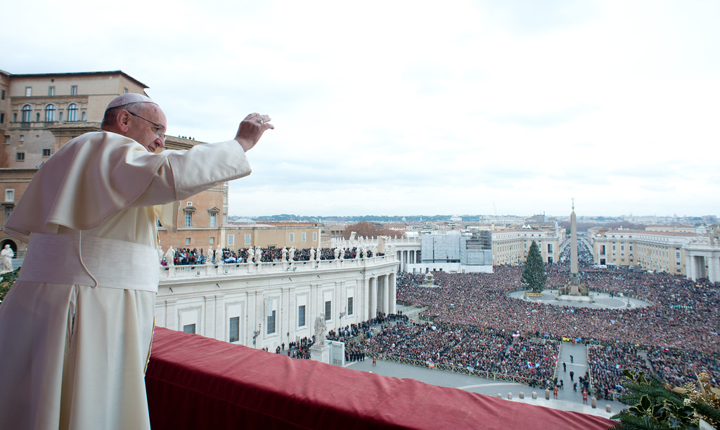 """. This handout picture released on December 25, 2013 by the Vatican press office shows Pope Francis during his traditional Christmas \""""Urbi et Orbi\"""" blessing from the balcony of St. Peter\'s Basilica at the Vatican.  AFP PHOTO / OSSERVATORE ROMANO"""