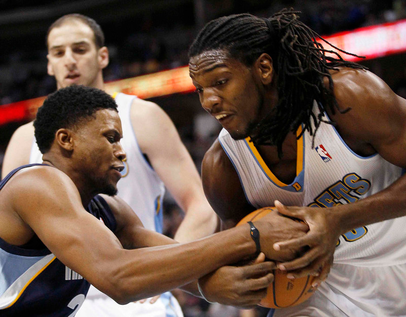 . Memphis Grizzlies forward Rudy Gay (L) and Denver Nuggets forward Kenneth Faried struggled for possession in the first quarter of their NBA basketball game in Denver December 14, 2012.   REUTERS/Rick Wilking