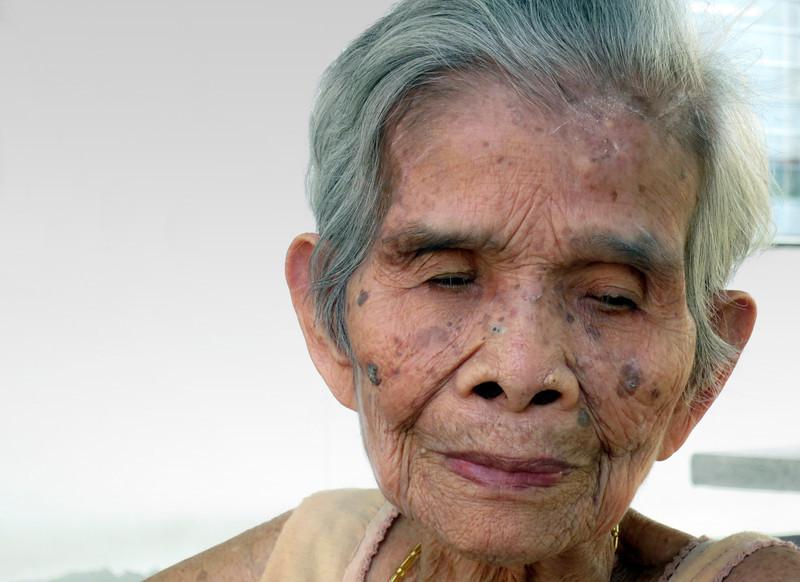 oldwoman2small.jpg