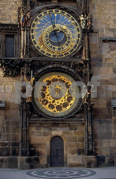 Prague astronomical clock.jpg