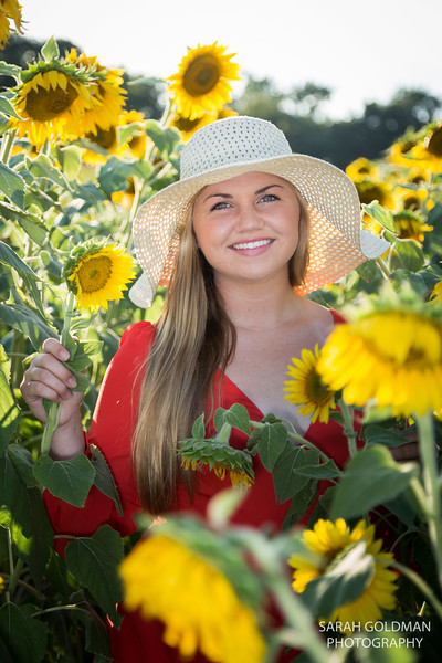 senior-pictures-with-sunflowers (3).jpg