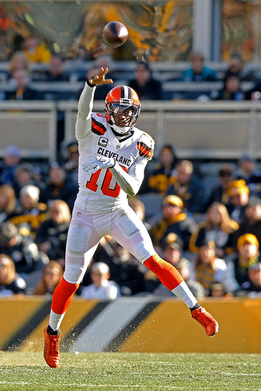 . Cleveland Browns quarterback Robert Griffin III (10) throws a pass during the first half of an NFL football game against the Pittsburgh Steelers in Pittsburgh, Sunday, Jan. 1, 2017. (AP Photo/Jared Wickerham)