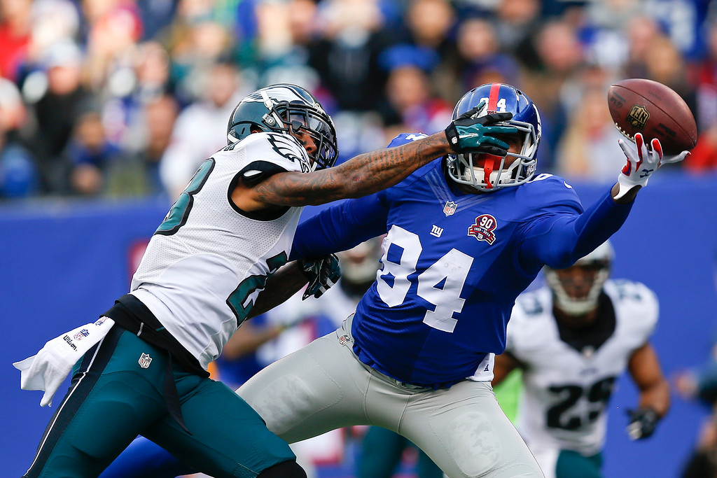 . Philadelphia Eagles\' Nolan Carroll, left, defends against New York Giants\' Larry Donnell (84) during the first half of an NFL football game Sunday, Dec. 28, 2014, in East Rutherford, N.J. (AP Photo/Kathy Willens)