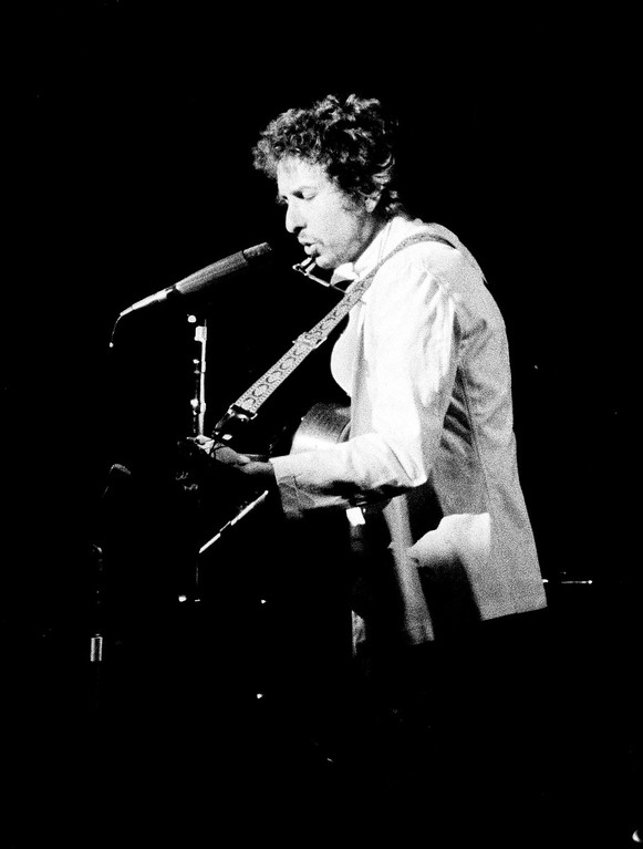 . Singer Bob Dylan performs during his opening night concert in Chicago, Jan. 6, 1974. He began his six-week tour after eight years of seclusion. (AP Photo/Fred Jewell)