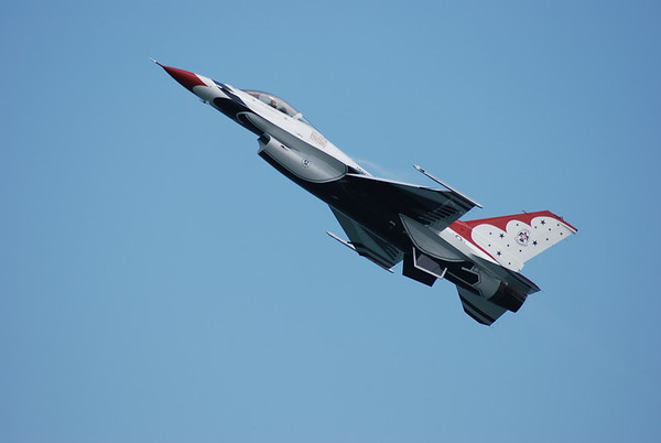 THUNDERBIRDS   UNITED STATES AIR FORCE -  OCEAN CITY, MD. 2009