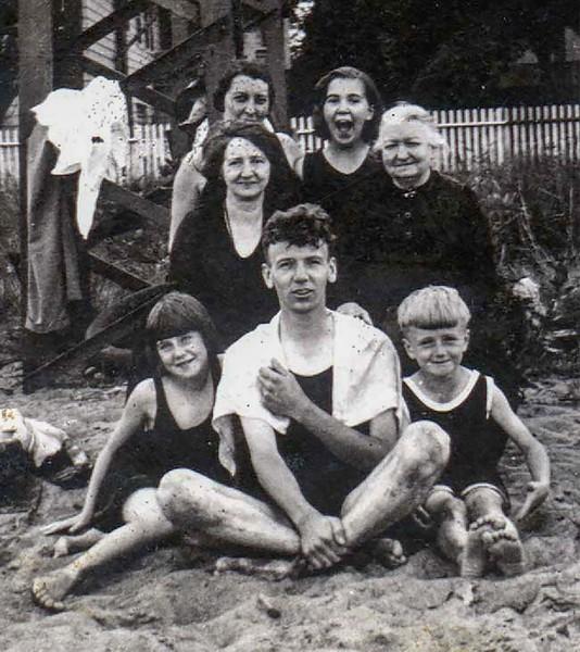 1933_group.jpg