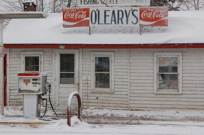 Olearys  in the Snow.JPG