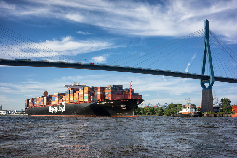 Hapag-Lloyd Schiff Antwerpen Express unter der Köhlbrandbrücke