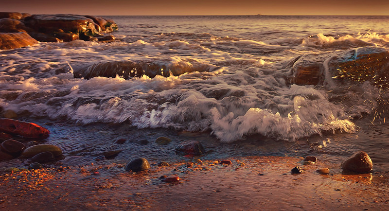Whitley Bay Beach by Ray Bilcliff