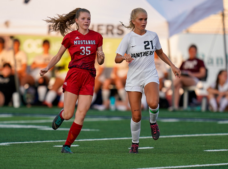 CCHS-vsoccer-pineview1083.jpg
