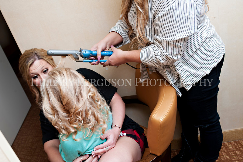 Hillary_Ferguson_Photography_Melinda+Derek_Getting_Ready025.jpg