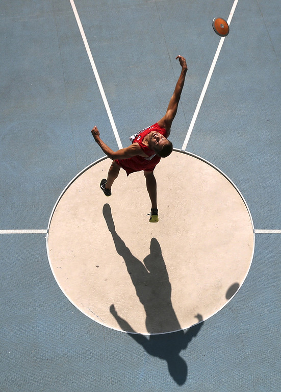 . Gunnar Nixon of the U.S. competes in the men\'s decathlon discus throw event during Day Two of the 14th IAAF World Athletics Championships Moscow 2013 at Luzhniki Stadium on August 11, 2013 in Moscow, Russia.  (Photo by Fabrizio Bensch - Pool/Getty Images)