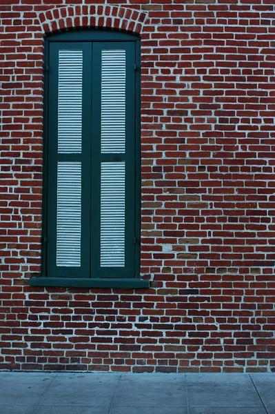 Firehouse0010-WindowOnSouthSide-2006-11-13.jpg
