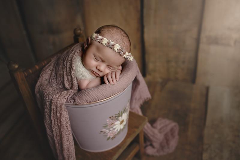 Newborn Lore-10.jpg