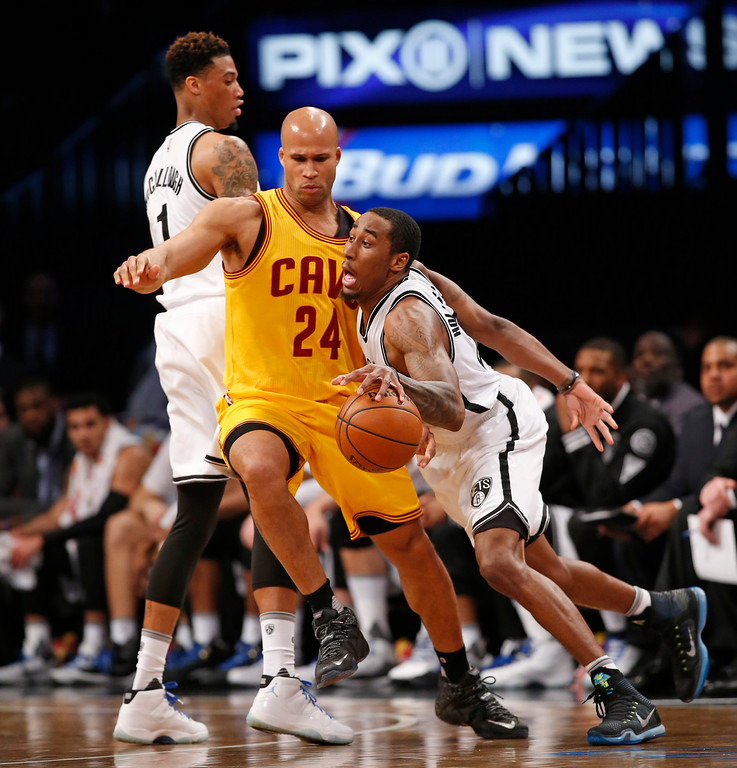 . Brooklyn Nets guard Rondae Hollis-Jefferson (24) drives against Cleveland Cavaliers forward Richard Jefferson (24) in the first half of an NBA basketball game, Thursday, March 24, 2016, in New York. (AP Photo/Kathy Willens)