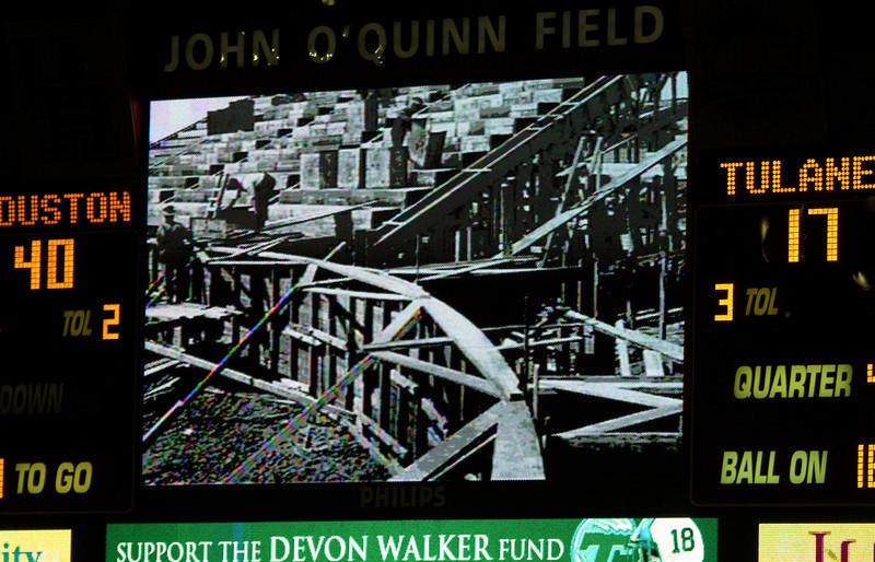 Last game over: UH 40, Tulane 17.  Scoreboard displays original stadium construction.