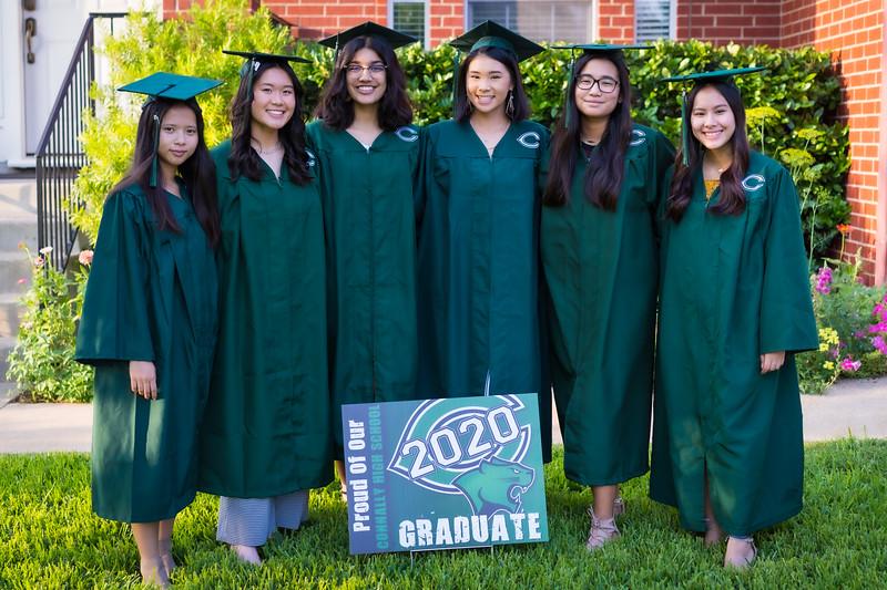 20200521_sarah-friends-connally-graduation_030.jpg