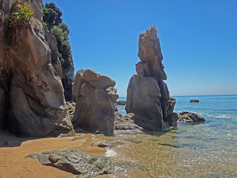 10 Beach N rocks.jpg