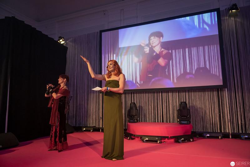 Lucy McEvil moderiert den Diversity Ball 2019